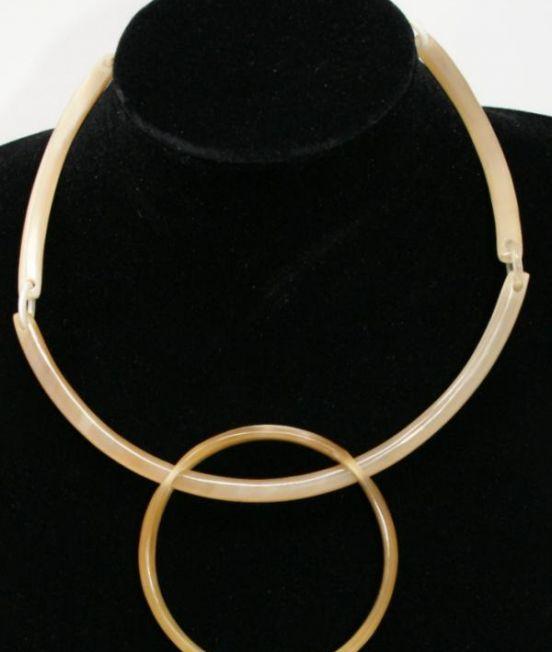 Stephissimo Pale Horn Geometric Collar - close up