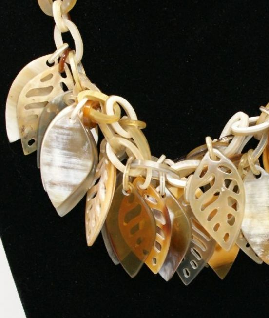 Spanish & Sisters Carved Leaves necklace in pale oxhorn - Close Up